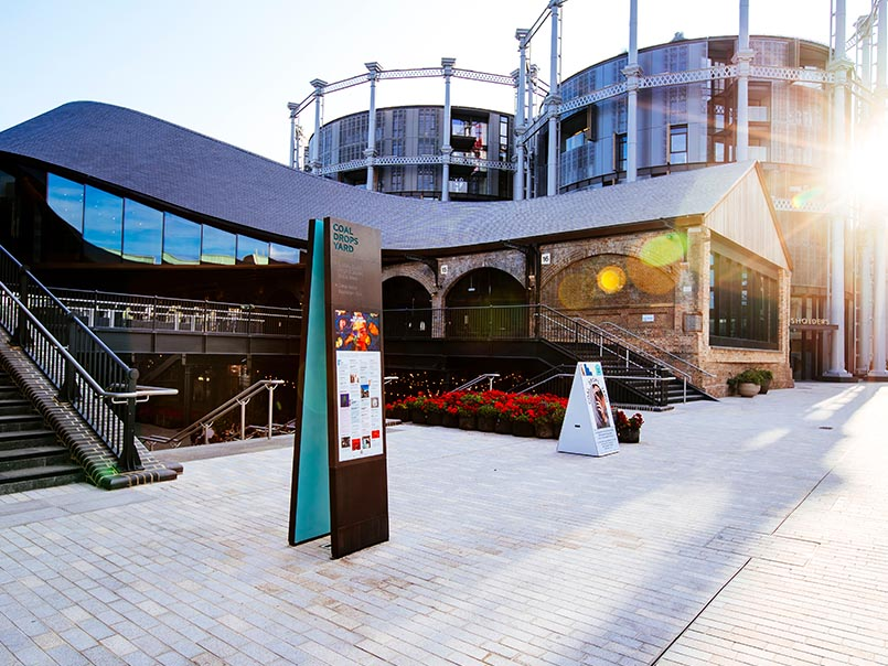 How can signage and wayfinding improve visitor experience